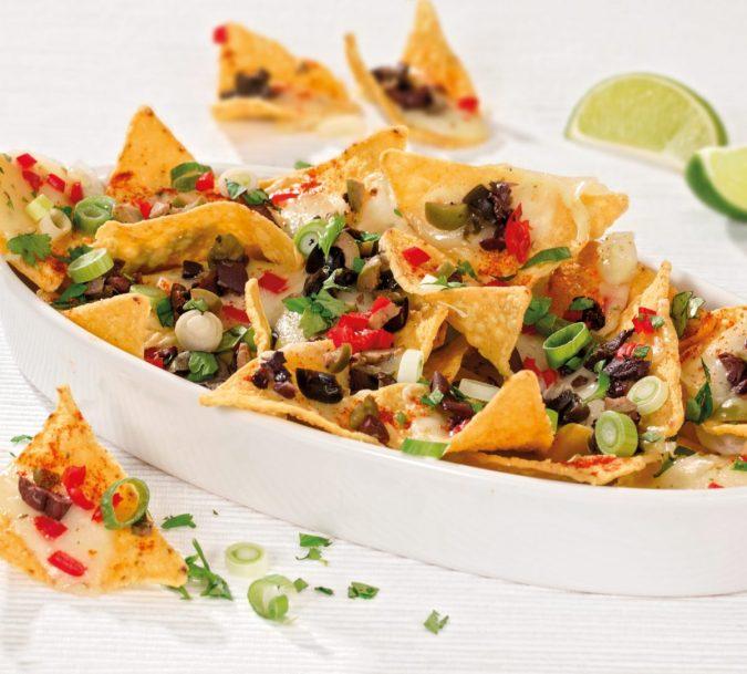Chilis-olívás nachos camembert-rel