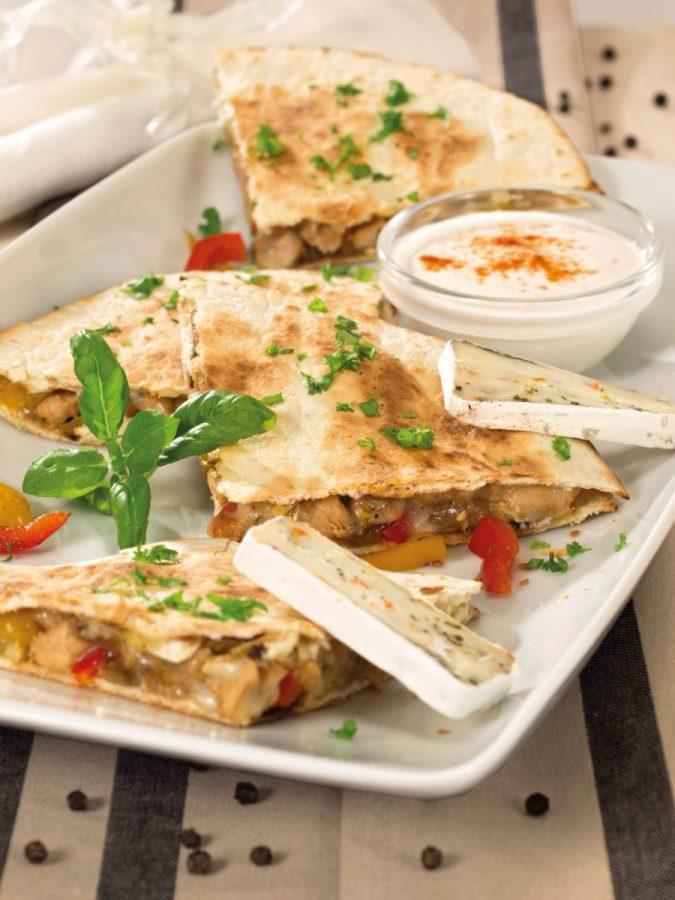 Csirkés-camembertes tortilla szendvics