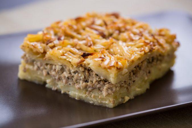 Darált húsos rakott burgonya Karaván sajttal sütve