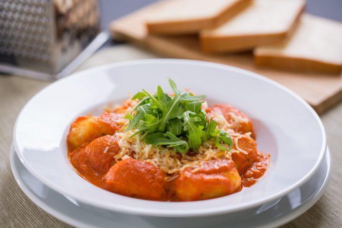 Gnocchi grillezett paprikás paradicsom szószban, Karaván sajttal