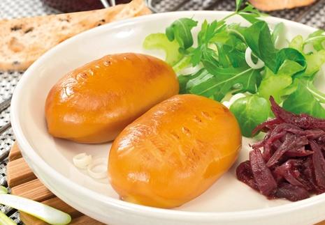 Grillezett Karaván sajt lilahagyma lekvárral és zöldsalátával