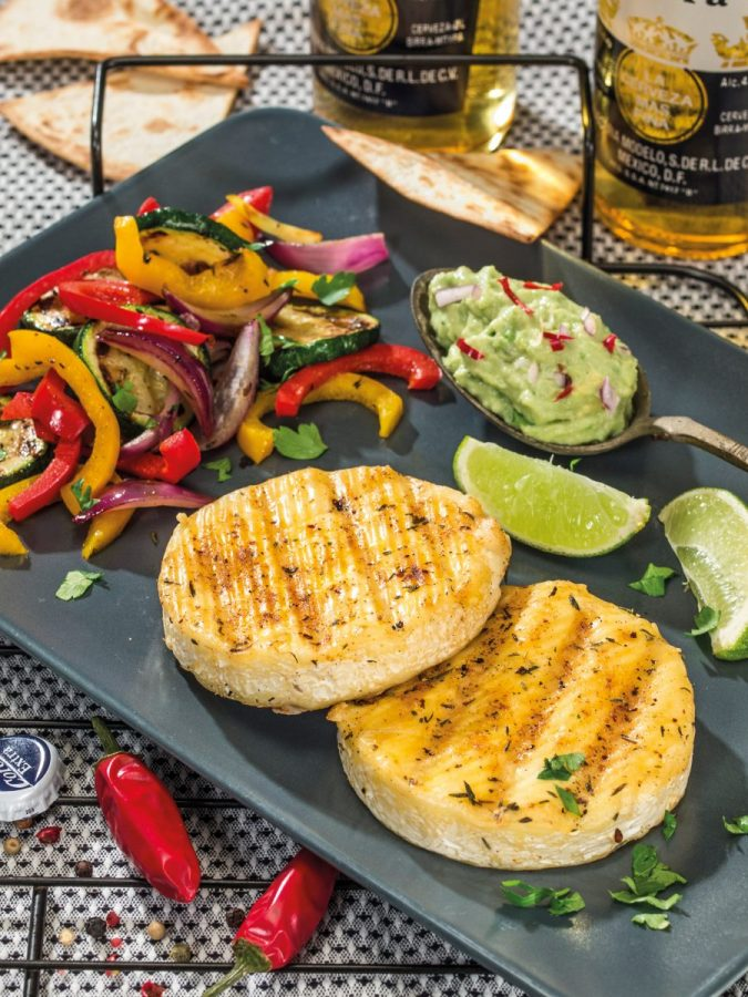 Grillsajt mexikói módra guacamole-val és tortillával