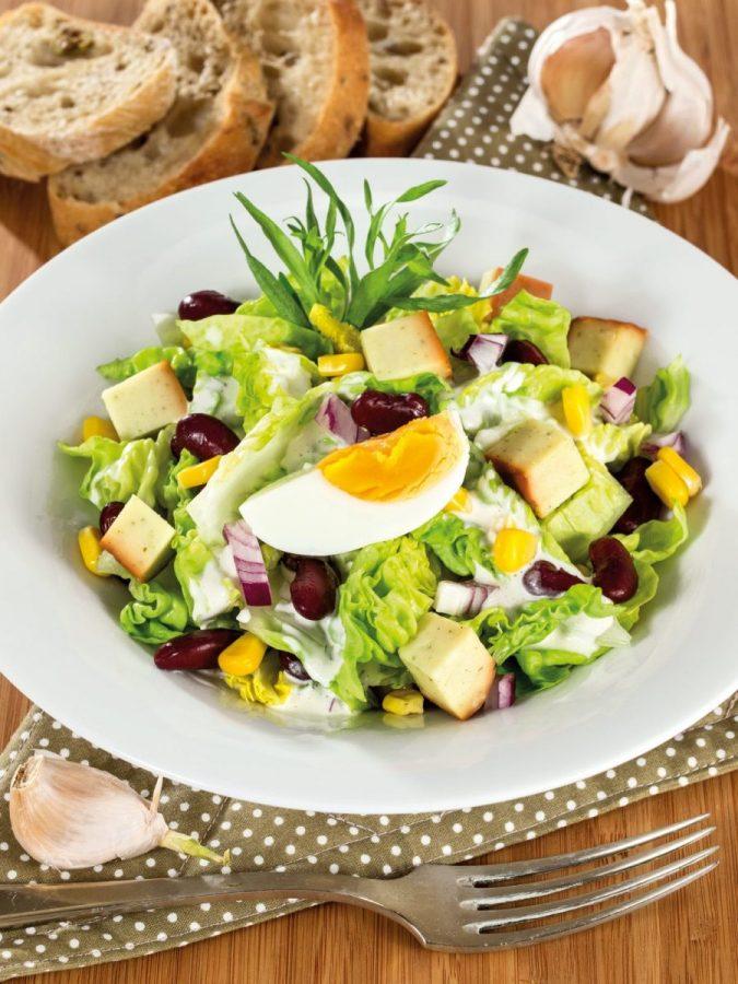 Ínyenc saláta fokhagymás Karavánnal és tárkonyos öntettel