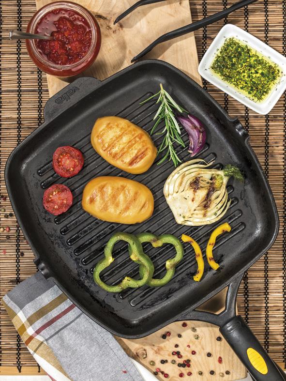 Karaván Grillsajt grillezett zöldségekkel és sültpaprika mártogatóval