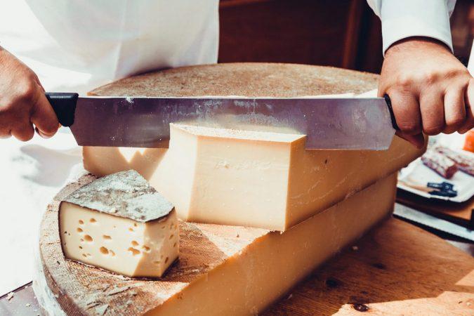 Kézműves készítésű vagy ipari gyártású sajt?