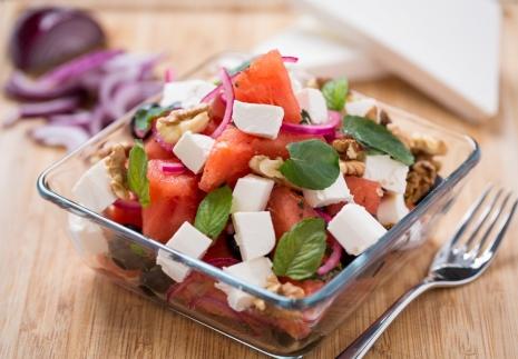 Mediterrán görögdinnye saláta