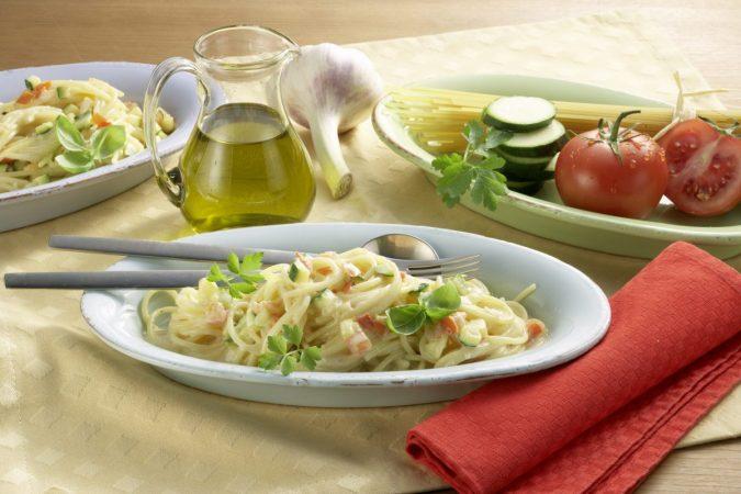 Medve sajtos tészta zöldséges mártással