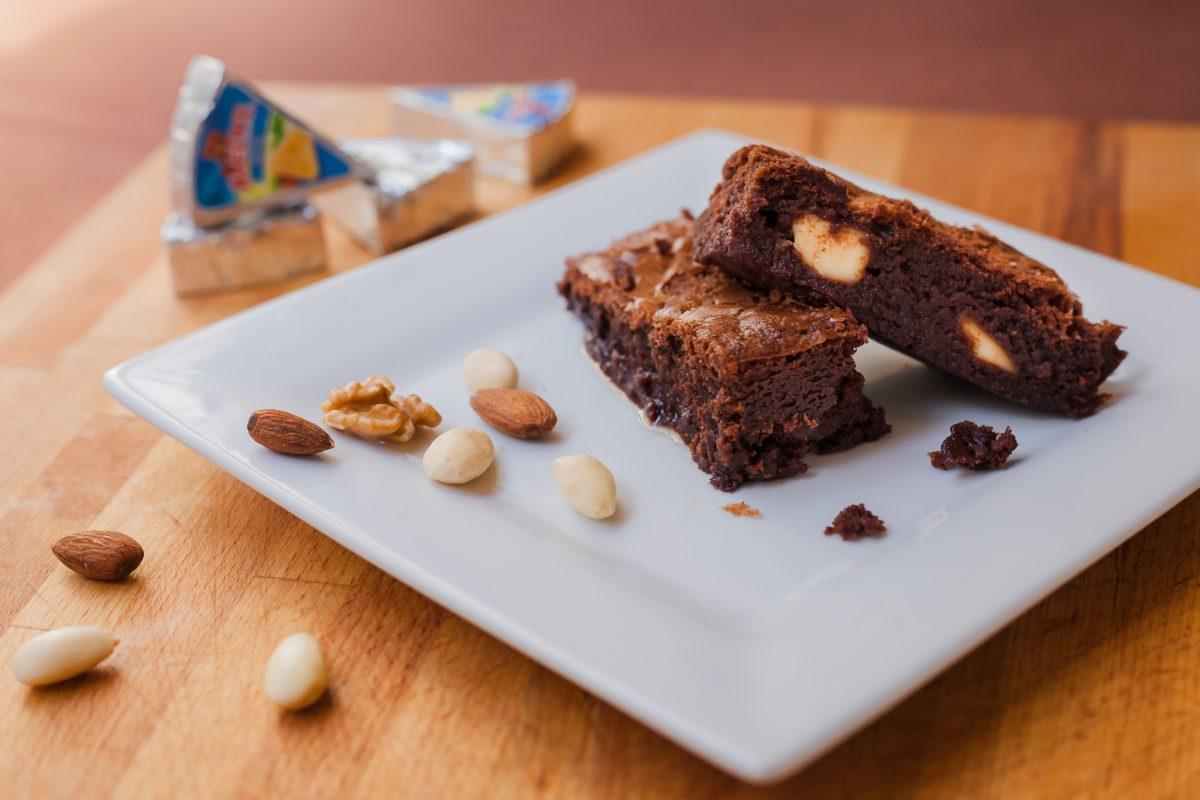 Sajtkrémes-étcsokoládés brownie
