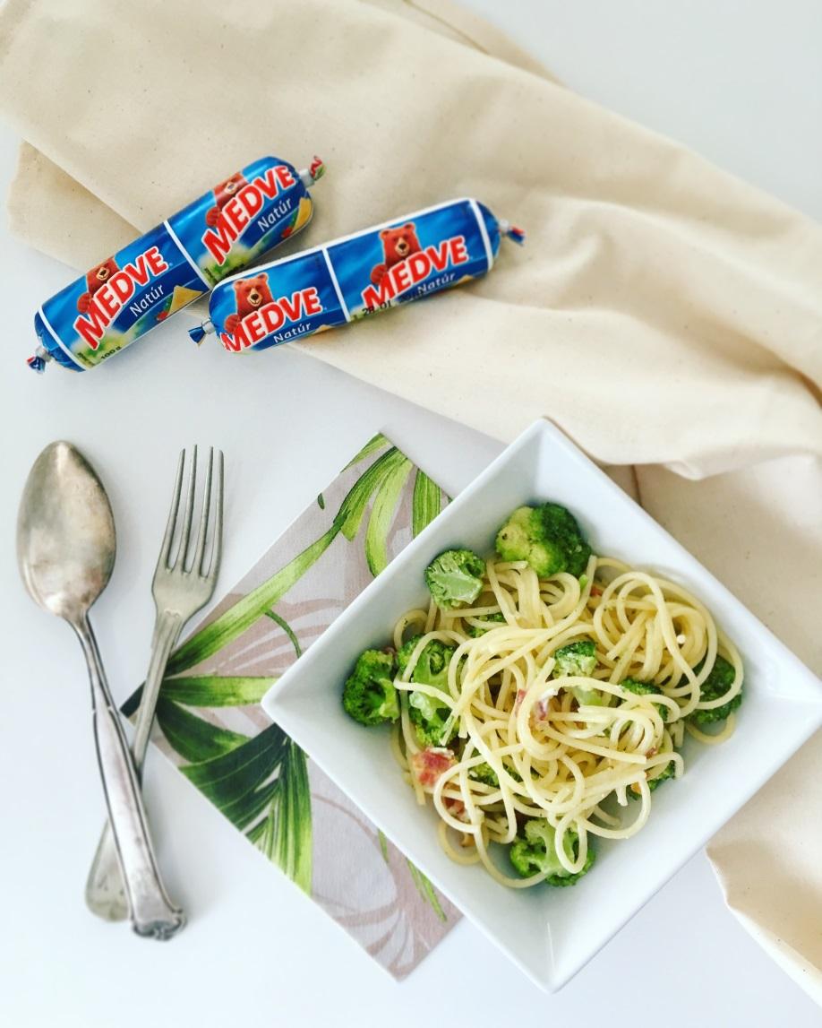 Brokkolis-sajtos spagetti