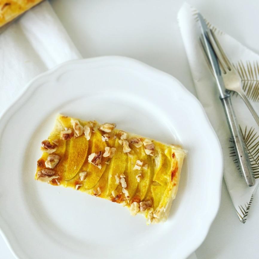 Almás-sajtkrémes-currys lepény