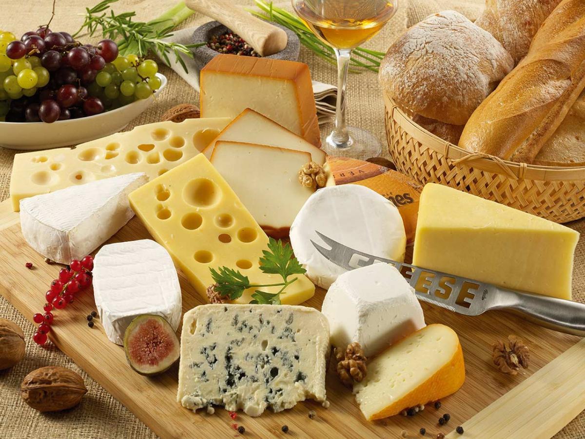 A nagy sajt lexikon - A rúzsozástól a lyukakon át a